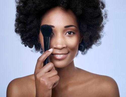É possível cuidar da pele usando maquiagem?