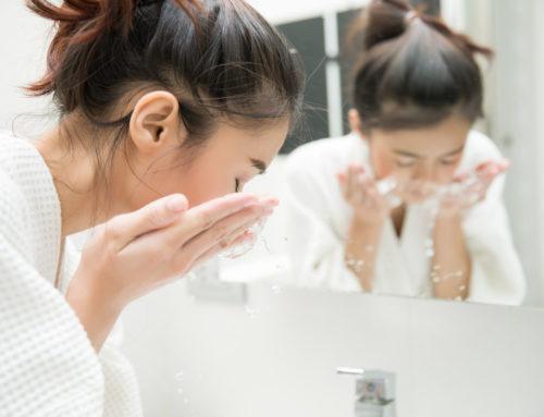 Qual o segredo para fazer a limpeza de pele em casa sem erros?